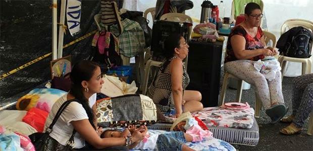 Secretaría de Salud del Valle media en soluciones para pacientes que protestan en Cartago frente a Eps Barrios Unidos