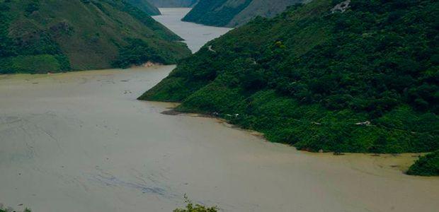 Mantienen alerta roja en once departamentos por niveles de los ríos