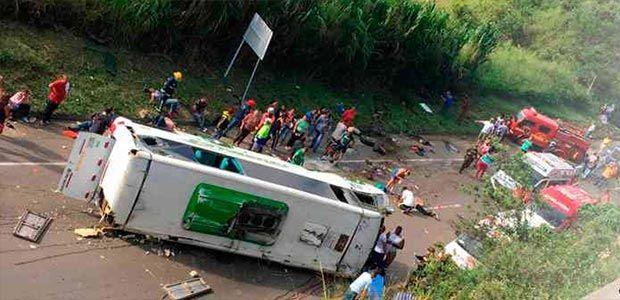 Avanzan investigaciones sobre el trágico accidente que cobró la vida de nueve personas en vía de Yotoco