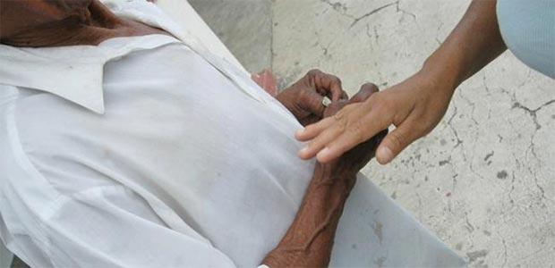 Mujer se queja que EPS Coosalud no atiende a su padre enfermo en Cartago, Valle