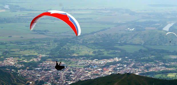 Parapentista belga muere al caer en el Valle del Cauca