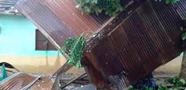 Vendaval deja daños en varios municipios