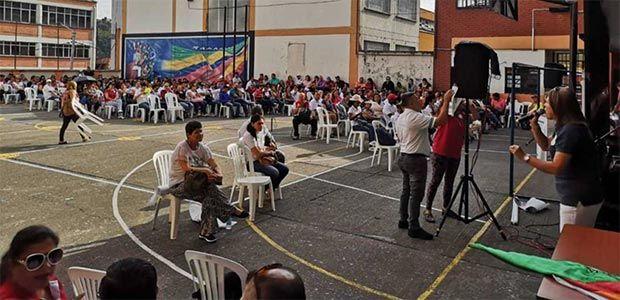 Incierto el futuro de estudiantes de Pereira que han sido reubicados