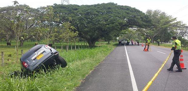 Un muerto y tres heridos deja accidente en la vía Obando - Cartago, norte del Valle