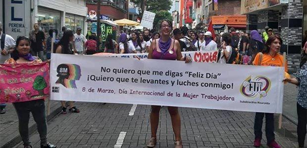 Más de 600 pereiranos se sumaron a la marcha de mujeres