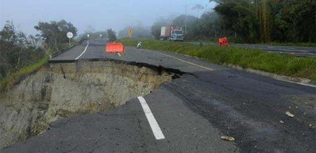 Puente o muro de contención, posibles soluciones a desprendimiento de la vía Buga-Buenaventura