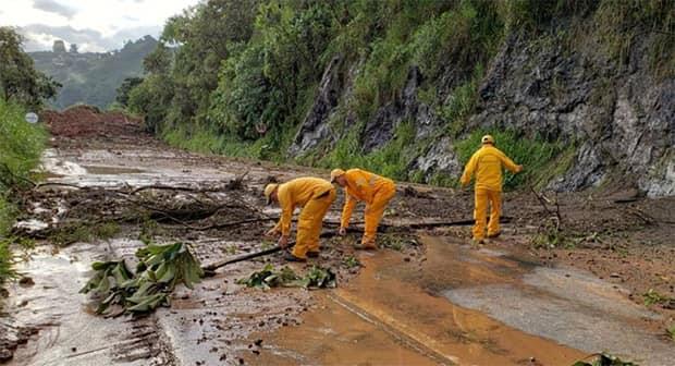Remoción de tierra que cayó en la Romelia - El Pollo avanza en un 25%