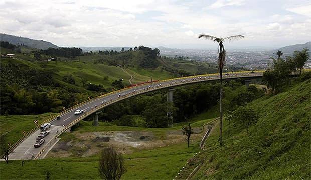 Habilitada la vía que conecta a Dosquebradas con Santa Rosa de Cabal