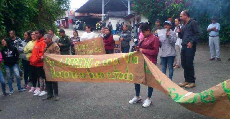 Manifestantes levantan  bloqueo en la vía que comunica Risaralda con Chocó
