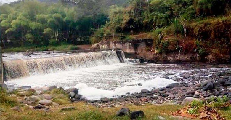 Alerta por espuma en el río Quindío