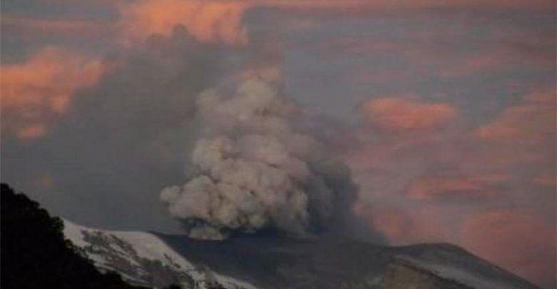 En alerta por emisión de ceniza del volcán Nevado del Ruiz