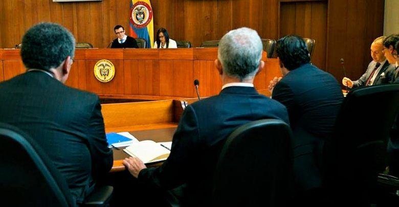 Corte ordenó multa de más de 87 millones contra Uribe