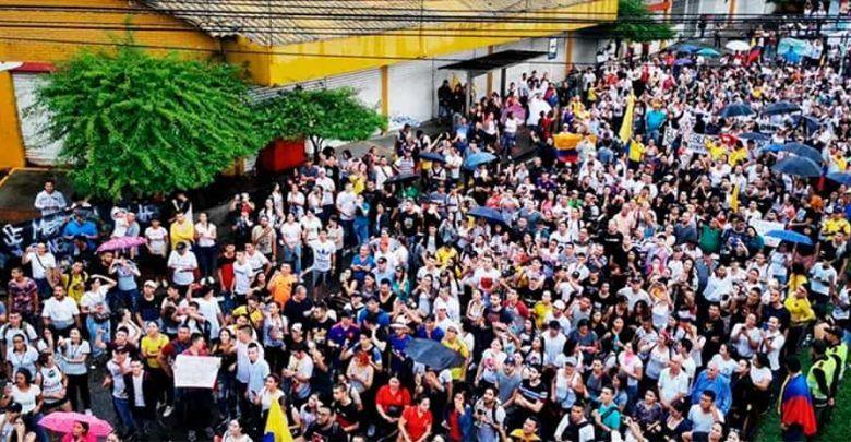 Colombianos exigieron cambios en la política de Gobierno