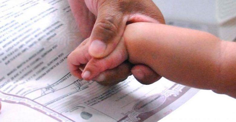 Padres podrán decidir el orden de los apellidos de sus hijos