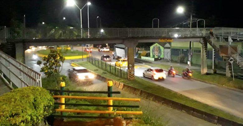 Mujer se lanzó del puente peatonal Ciudad Dorada