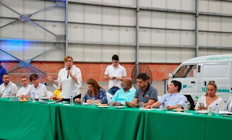 Gobernadora propone crear empresas comunitarias de reciclaje a través del CAEB