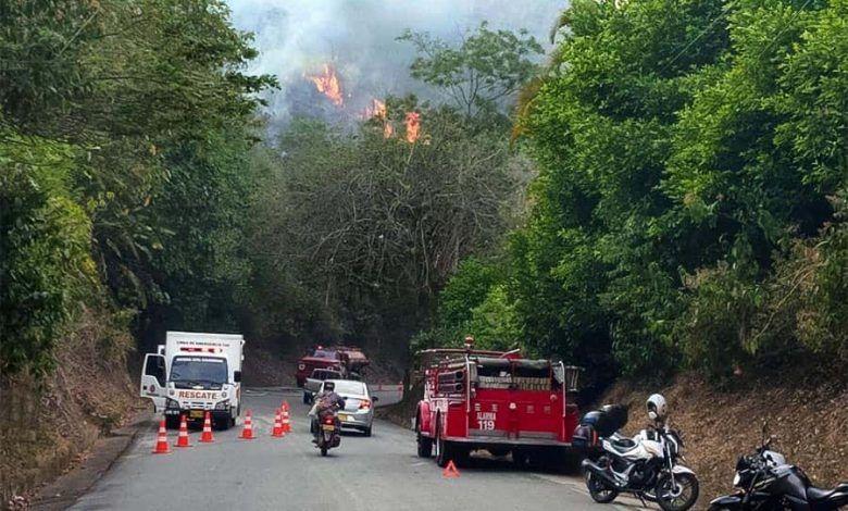 Incendio forestal en la vía Cartago – Alcalá