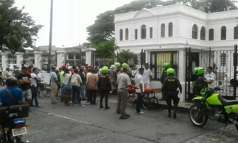 Personas se aglomeran en la alcaldía de Cartago tras falso mensaje en redes