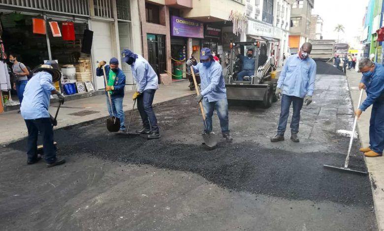 Realizan mantenimiento a vías urbanas y rurales de Pereira