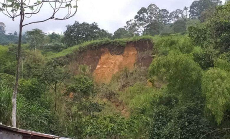 Bomberos de Dosquebradas alertan a comunidad por deslizamientos