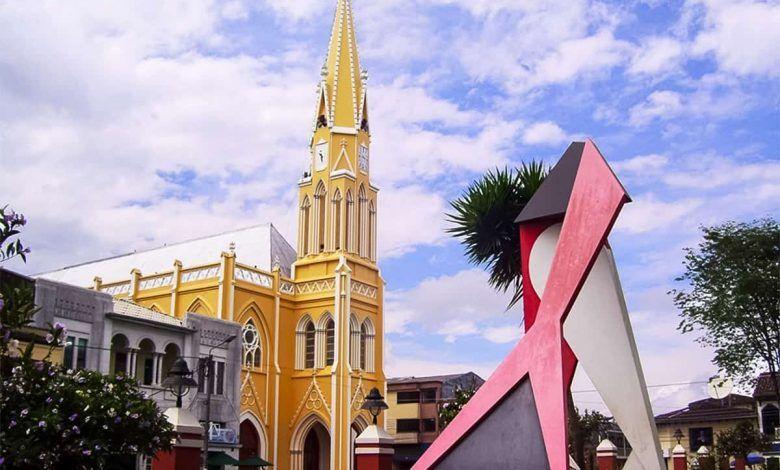 Inicia piloto de reapertura de restaurantes e iglesias en Sevilla