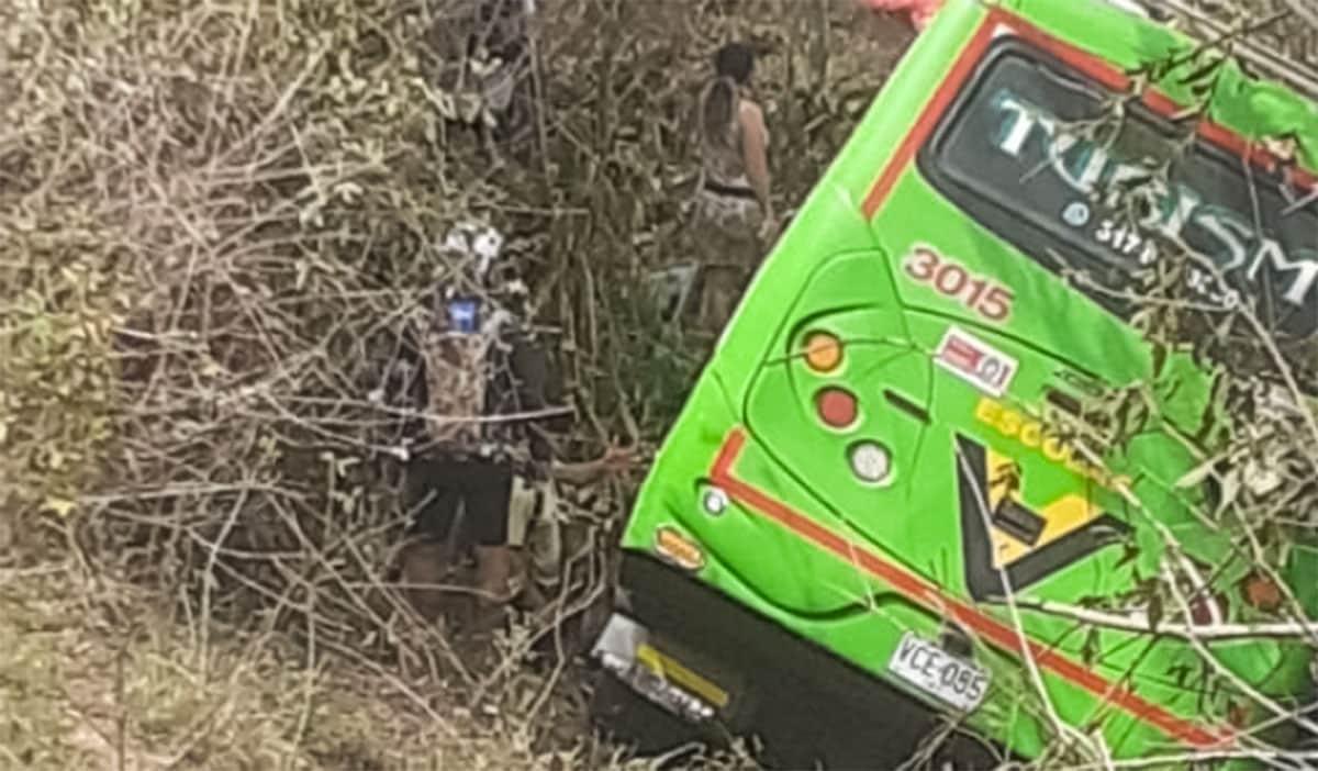Accidente de bus en El Cerrito deja 20 personas heridas