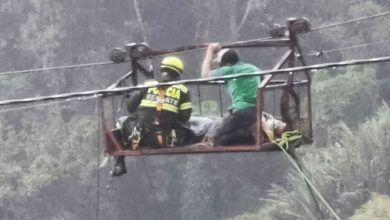 Hombre picado por serpiente, quedó suspendido a 90 metros de altura en Risaralda