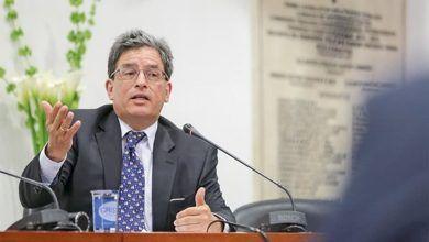 Carrasquilla, presenta su renuncia tras caída de Reforma Tributaria
