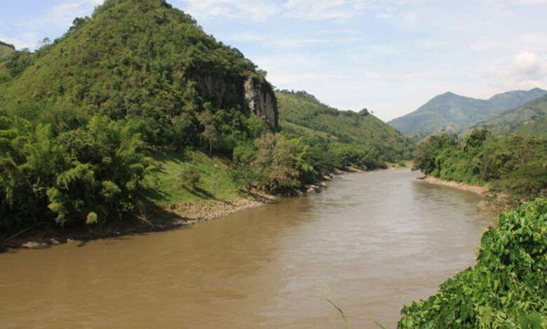 Por taponamiento del río Risaralda, cinco municipios del Eje Cafetero están en riesgo