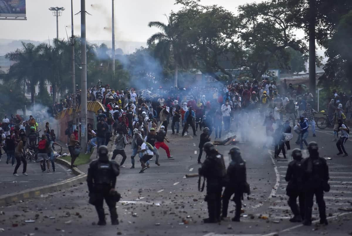 Enfrentamientos con la policía durante protestas en el Paro Nacional
