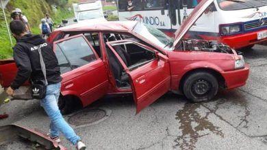 En Armenia un hombre resultó herido por personas que trató de auxiliar, tras accidente de tránsito
