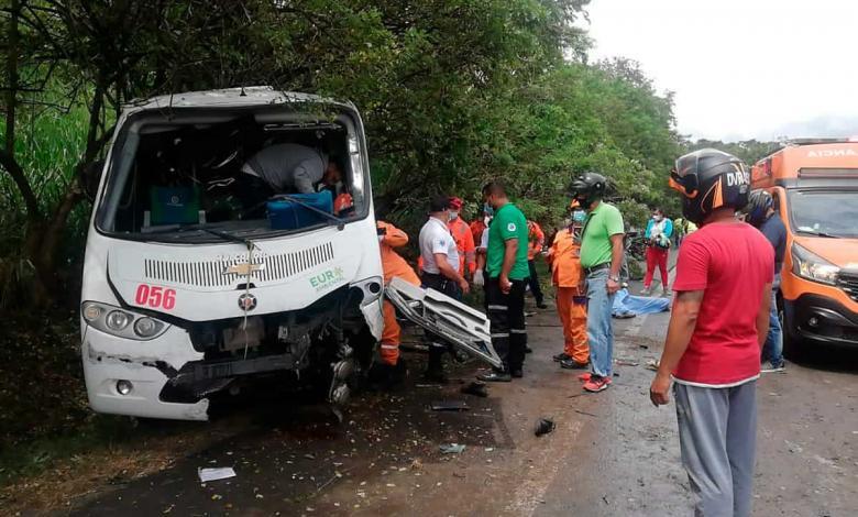 Accidente de bus de Trans Occidente en la vía Tuluá - Andalucía